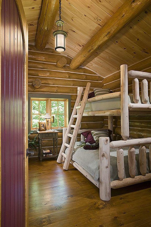 Двухъярусная кровать фото из деревянных бревен