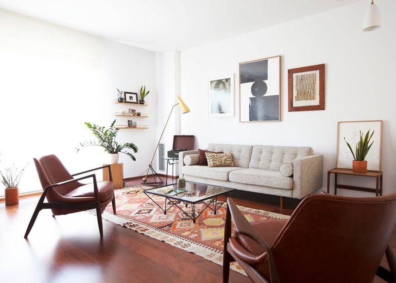 Cовременные гостиные фото кожа сочетается с деревом и металлом