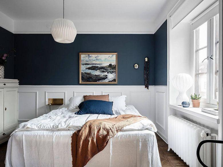 Белая спальня сочетание синего и белого