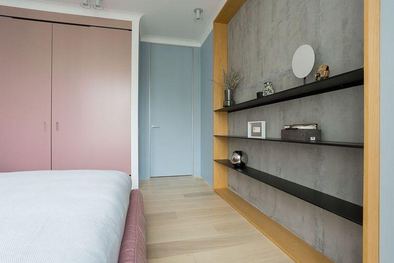 Сочетание розового цвета для спальни в черном цвете