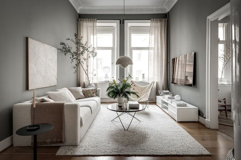 Идеи для гостиной с серыми стенами и оттенком зеленого