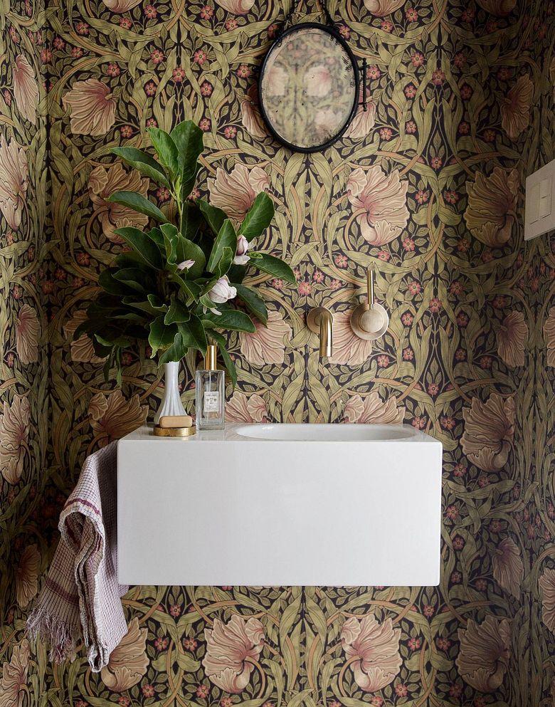 Туалетная комната цветочный узор обоев