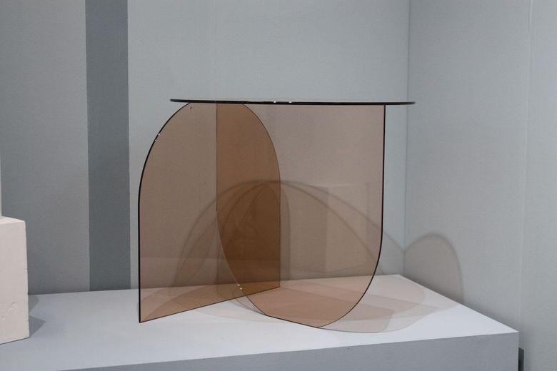 Интересная мебель стеклянный стол