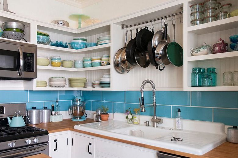 Стили кухни сочетание открытых полок и закрытых шкафов