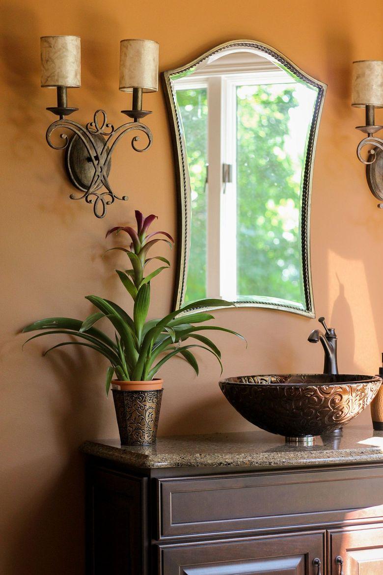 Туалетная комната с легким оттенком зелени