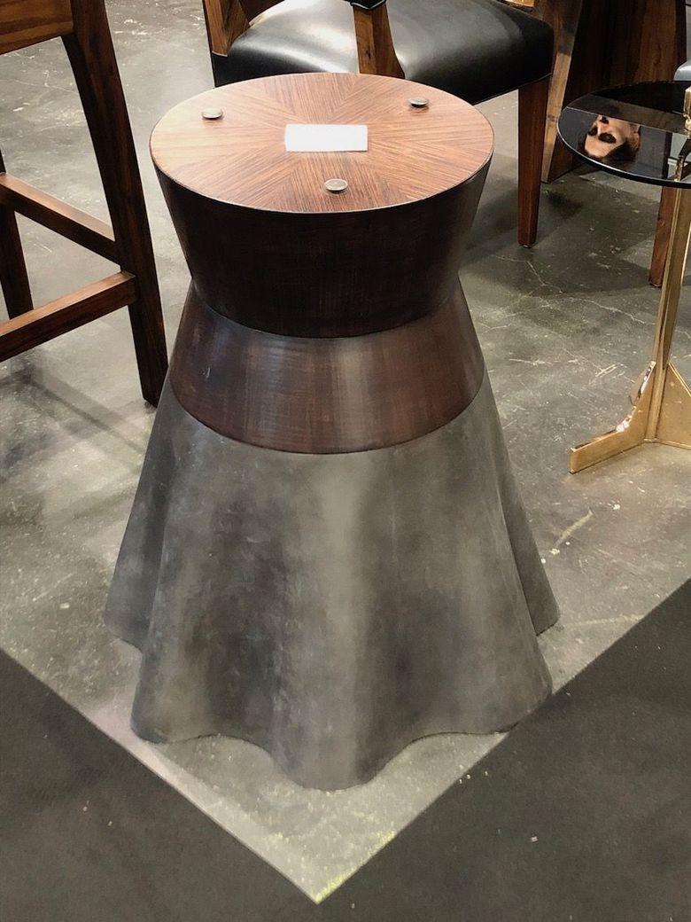 Интересная мебель стол на литой алюминиевой основе