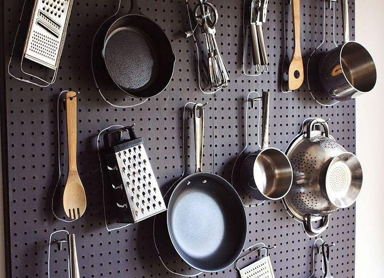 Стили кухни перегородка из перфорированной доски