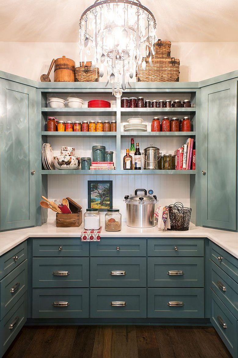 Стили кухни кладовая со шкафами и умными стеллажами
