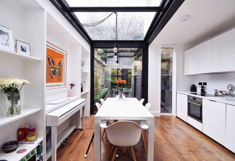 Стили кухни с помощью мансардного окна