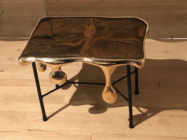 Интересная мебель приставной столик Райнера Боша
