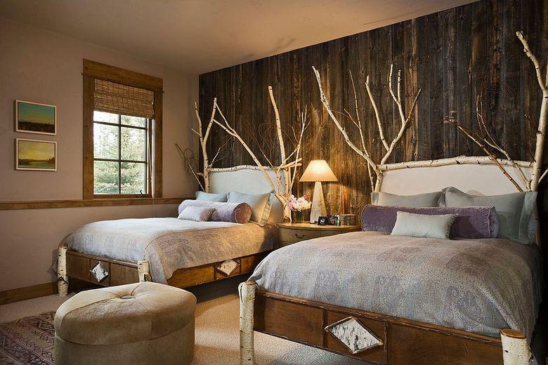 Акцентная стена в спальне в загородном стиле