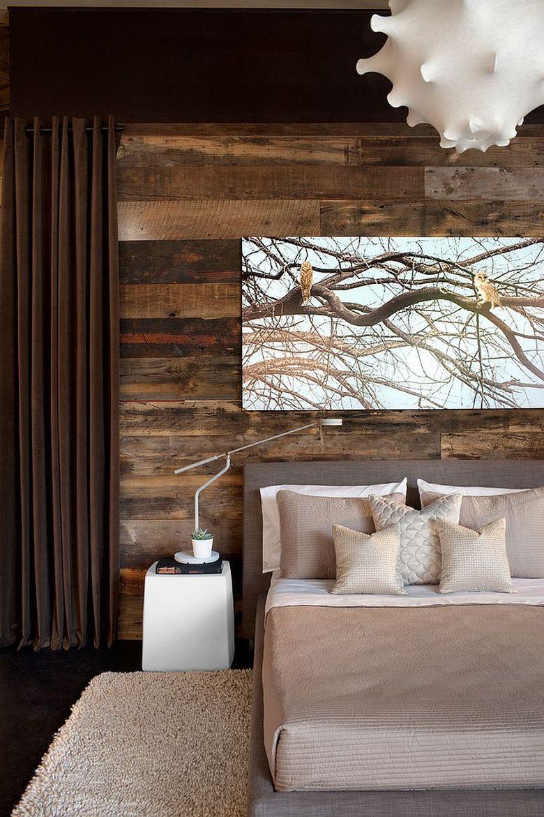 Акцентная стена в спальне деревенского дизайна