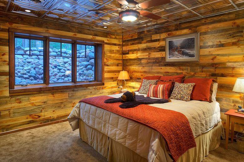 Акцентная стена в спальне в деревенском стиле