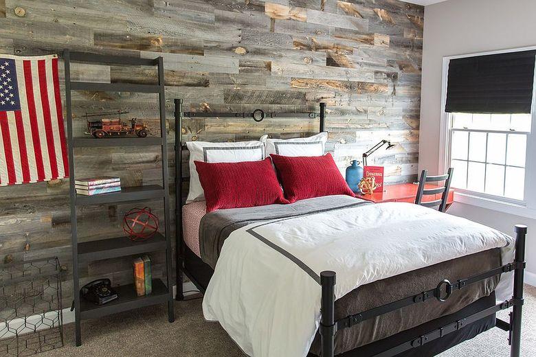 Акцентная стена в спальне много текстуры