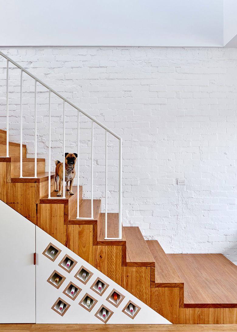Винный стеллаж под лестницей