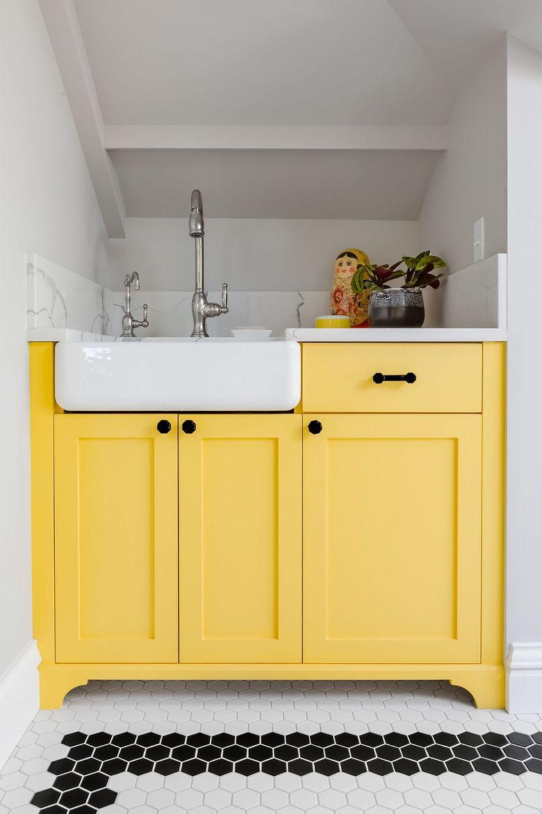 Тренды весны шкафы красивого желтого цвета