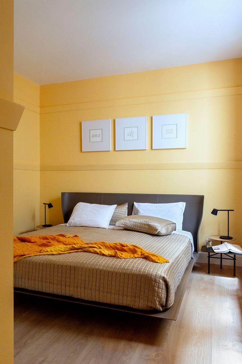 Тренды весны спальня в бело-желтых тонах