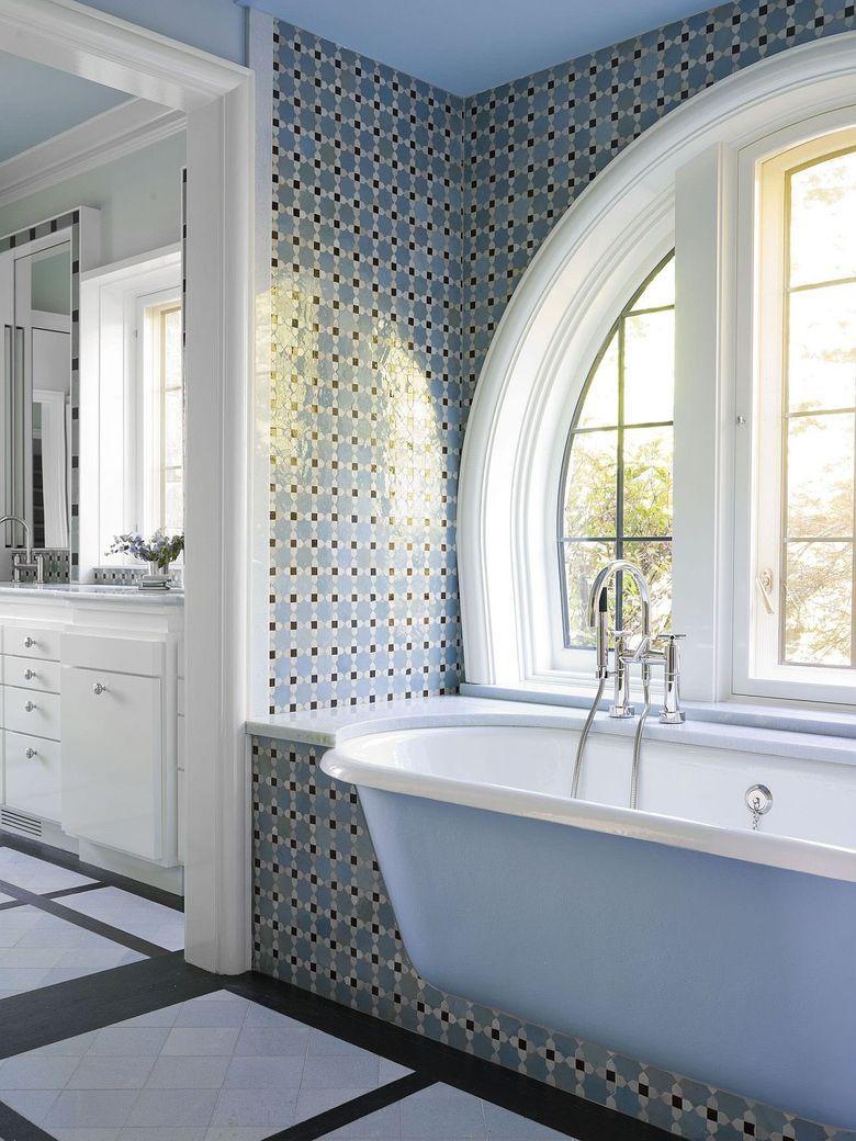 Тренды весны ванна пастельно-синего цвета