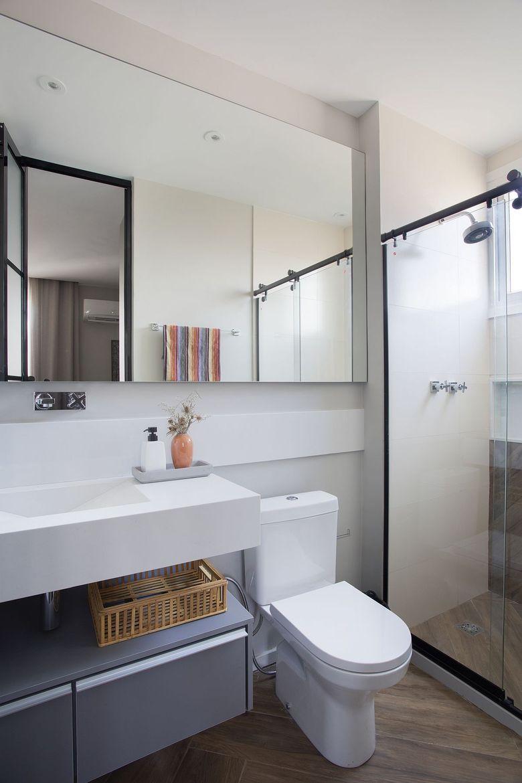 Бело серый фон в современной ванной комнате
