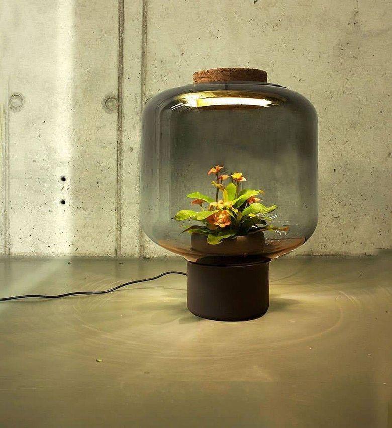 Светильник цветок в качестве модного торшера