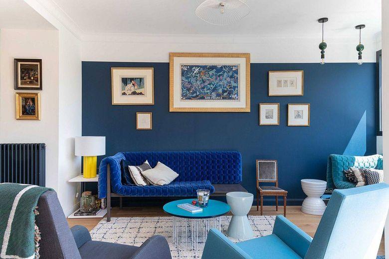 Цвет стен в гостиной в бело-голубых тонах